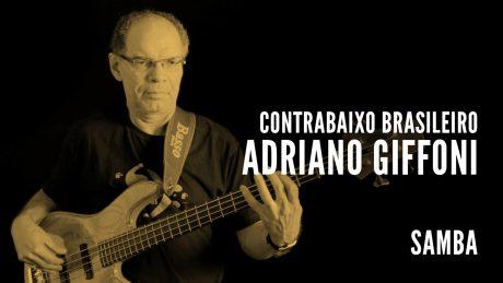 """Adriano Girffoni segura seu baixo com o título """"Contrabaixo Brasileiro - Adriano Giffoni - Samba"""""""