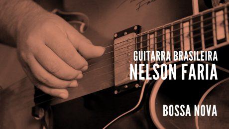 "Nelson Faria segura sua guitarra Condor com título ""Guitarra Brasileira - Nelson Faria - Bossa Nova"""
