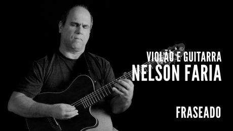"""Nelson Faria segura seu violão com título """"Violão e Guitarra - Nelson Faria - Fraseado"""""""