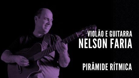 """Nelson Faria segura seu violão com título """"Violão e Guitarra - Nelson Faria - Pirâmide Rítmica"""""""