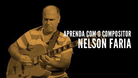 """Nelson Faria segura sua guitarra Condor com título """"Nelson Faria - Aprenda com o compositor"""""""
